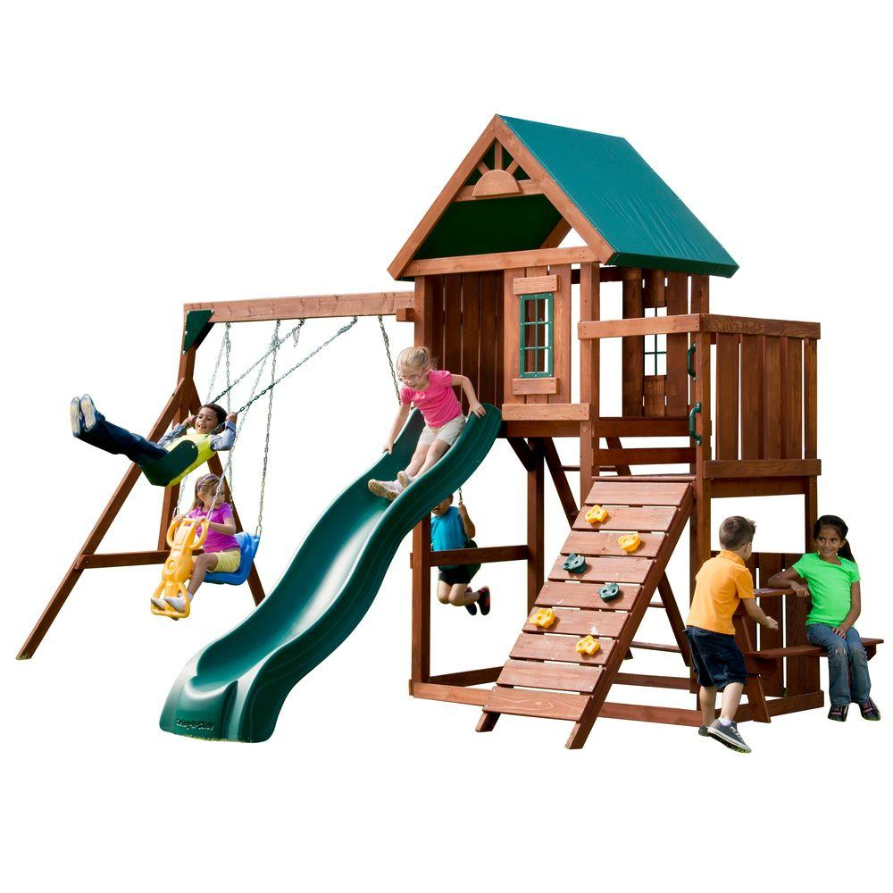 Copii la joaca in parc